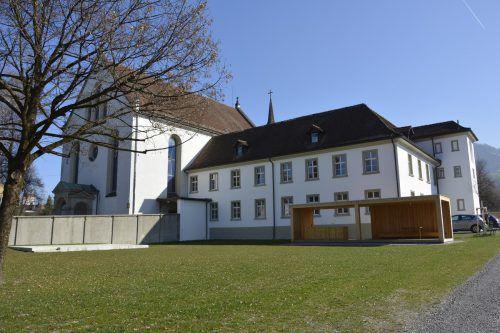 Das frisch renovierte Kloster schickt nun auch seine alte Glocke in den Ruhestand.