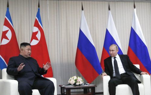 Das mit Spannung erwartete Treffen unter vier Augen dauerte etwa zwei Stunden, doppelt so lange wie geplant. Eine gemeinsame Erklärung war nicht geplant. AP
