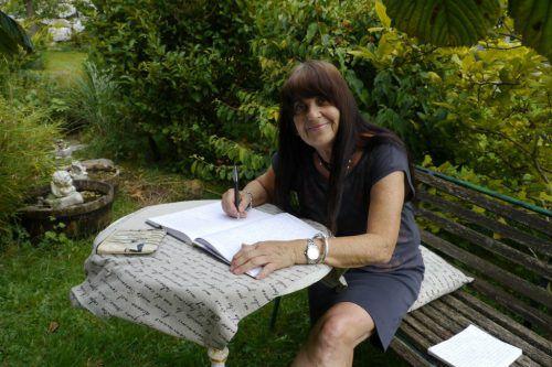 """Das Projekt Kopfkissenbuch: Autobiografische Schreibwerkstatt wurde vom Sozialministerium als """"Good Practice in der SeniorInnenbildung"""" ausgezeichnet.jenny"""