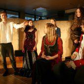 Theaterspektakel um Gier und Macht