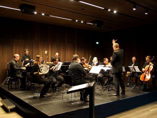 Dem Ensemble plus als Auftraggeber und Interpreten und der Komponistin Gerda Poppa wurde beim Konzert im Vorarlberg Museum begeistert applaudiert.JU