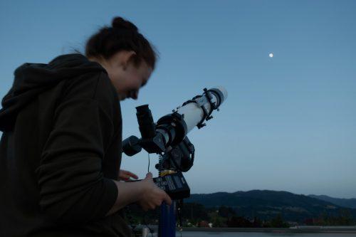Der Mond ist in einem leistungsfähigen Teleskop ein faszinierender Anblick.vorarlberger amateur astronomen