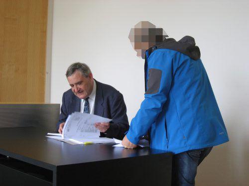 Der 47-jährige Syrer mit seinem Verteidiger Klaus Amann. EC