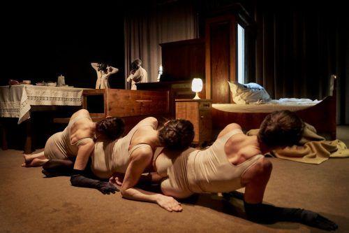 """Der Abend mit """"Spiel"""" von Beckett und """"Wry Smile Dry Sob"""" von Silvia Costa wird in der kommenden Spielzeit am Landestheater wieder aufgenommen. LT/KöhlEr"""