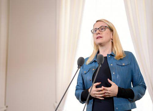 Der Aufbau von Eigentum werde einfacher, meint Ministerin Schramböck. APA