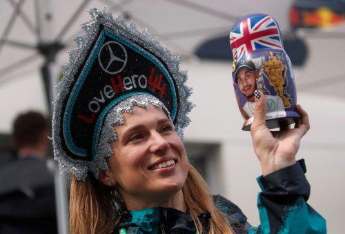 Der Held mit der Nummer 44 ist ein Verkaufsschlager. Lewis Hamilton gibt es in Aserbaidschan als Matrjoschka. reuters