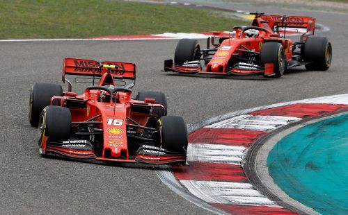 """Der Monegasse Charles Leclerc (vorne) zog zu Beginn des Rennens an Teamkollege Sebastian Vettel vorbei, musste diesem dann aber """"freiwillig"""" Platz machen.AFP"""