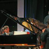 Aaron Pilsan glänzt mit Tschaikowsky