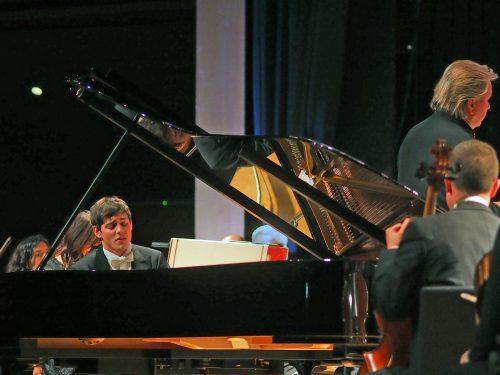 Der Vorarlberger Pianist Aaron Pilsan tritt mit dem SOV auf.voith
