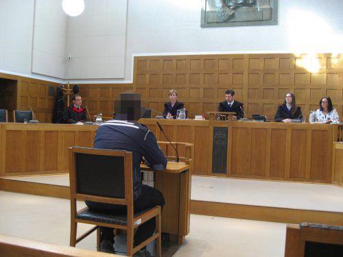 Der Tätowierer wurde am Donnerstag am Landesgericht Feldkirch zu zwei Jahren Haft verurteilt. EC