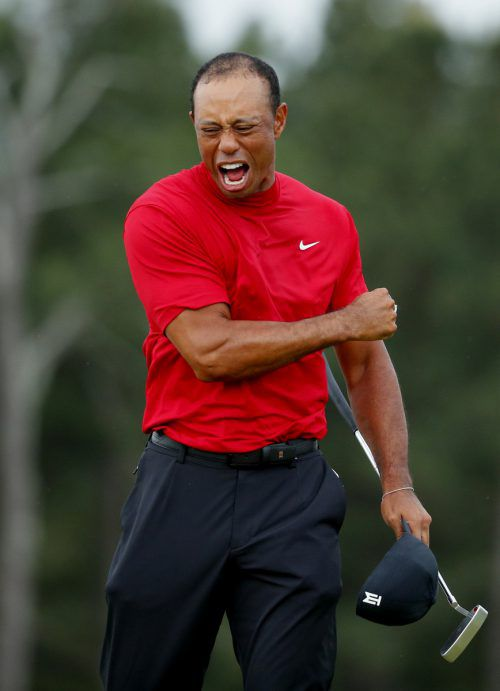 """Der """"Tiger"""" Tiger Woods feiert seinen Triumph in Augusta.gepa"""