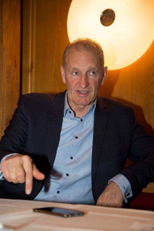 Der Trainerjob reizt Ralph Krueger weiter, aber wohl nicht in Europa. Nunmehr ist er dank dem Fußball aber auch sportpolitisch bestens vernetzt.roland Paulitsch