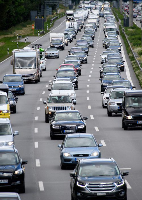 Der Verkehr ist das größte Sorgenkind der Klimapolitik. Um die gesetzten Ziele zu erreichen, braucht es laut Umweltbundesamt Verhaltensänderungen.DPA