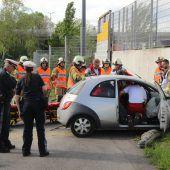 Mit Auto in die Mauer gekracht