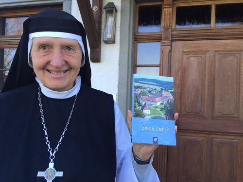 Die Äbtissin vom Kloster Mariastern-Gwiggen, Hildegard Brem, hat ein Buch über Spätberufene geschrieben. KUM