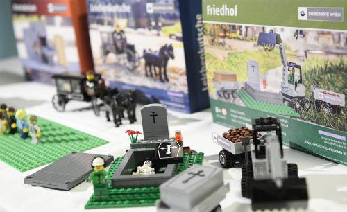 Die Bestattung Wien bietet Sets mit Lego-Bausteinen wie ein Krematoriumsofen an. Diese sollen Kindern beim Umgang mit dem Thema Tod helfen.