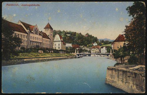 Die Brücke über die Ill entstand kurz vor dem Justizgebäude.