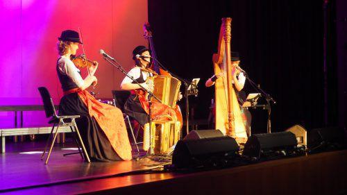 Die drei Tiroler Musikerinnen begeisterten das Publikum in der Kulturbühne. egle
