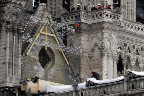 Die Ermittler suchen weiter nach der Ursache für den Brand von Notre-Dame. AP