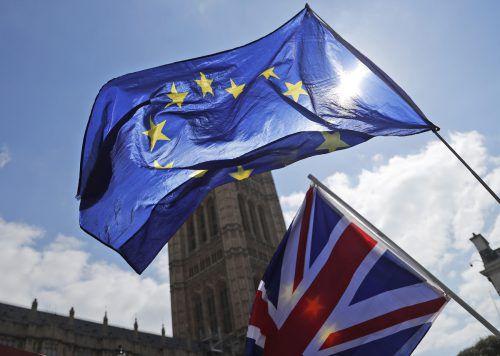 Die EU-Fahne hängt in London noch mindestens bis 31. Oktober. ap