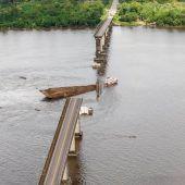Brücke in Brasilien stürzt nach Fährkollision ein