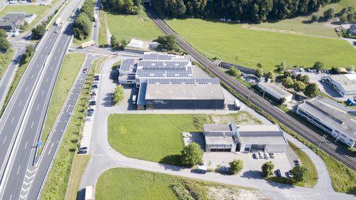 Die Firma Pratopac ist zwischen Autobahn, Bundesstraße und Bahnlinie situiert. Und will auf dieser Fläche auch bauen.Fa