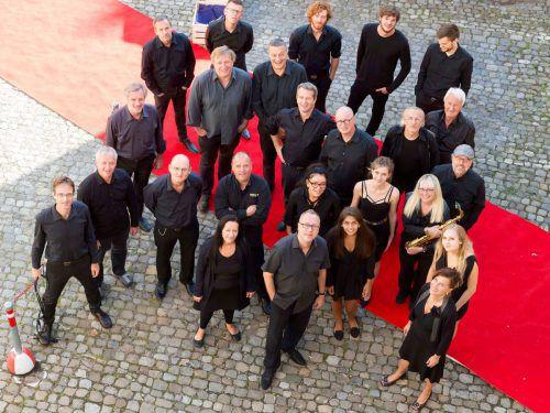 Die Jazz-Seminar-Bigband spielt im Designforum. Musikschule