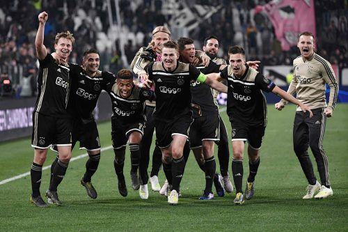 Die jungen Wilden jubeln. Mit ihrem Fußball verzücken die Ajax-Stars Europa.afp