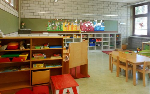 Die Kindergartengruppen aus St. Gebhard sind vorübergehend in der Schule Rieden untergebracht. fst