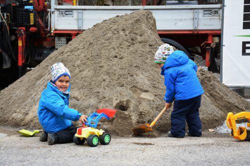 Die kleinen Bezauer wurden mit Spielsand versorgt. FV Bezau
