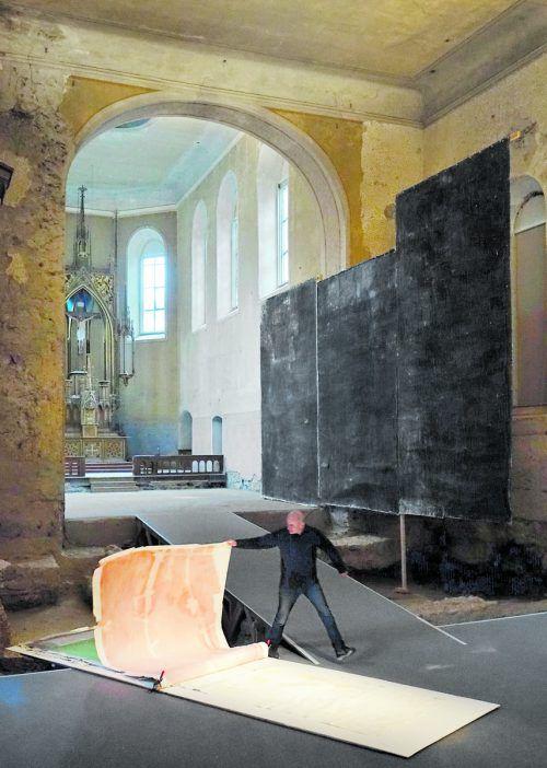 Die Malerei von Christoph Luger tritt in der Johanniterkirche in den Dialog mit dem Raum.R. Sagmeister