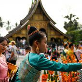 Neujahrsfeier im buddhistischen Laos