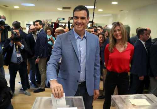 Die Sozialistische Arbeiterpartei (PSOE) des spanischen Ministerpräsidenten Pedro Sánchez hat die Parlamentswahl nach ersten Prognosen mit klarem Vorsprung gewonnen. Reuters