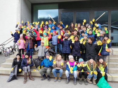 Die Umweltaktivisten der Volksschule Wallenmahd zeigten vollen Einsatz bei der Flurreinigung.lcf