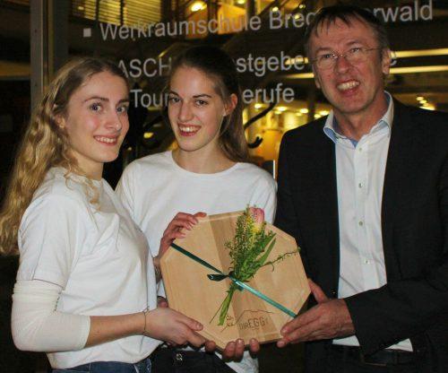 Dir. Mario Hammerer durfte sich mit Birgit Nußbaumer und Christina Greber über den Sieg bei der BTV Marketing Trophy freuen.