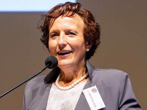 Dr. Barbara Friesenecker hat täglich mit schwerst-kranken und sterbenden Menschen zu tun. VERanstalter