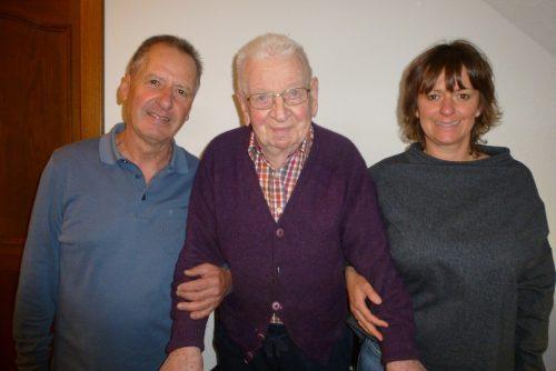 Drei Generationen: Kurt Hinteregger, Ehrenobmann Hermann Gmeiner und dessen Enkelin Verena Hinteregger. wam