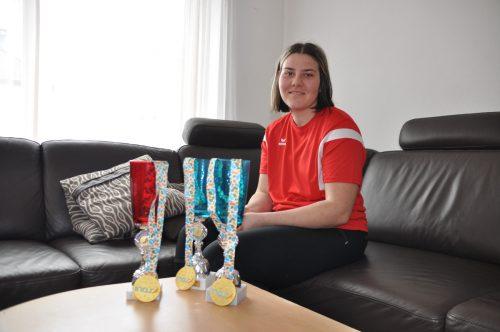 Drei WM-Medaillen hat Eva Maria gewonnen. Diese zieren das Haus der Familie Dünser in Ludesch. HAB