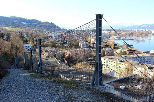 Ein 450 Meter langes Steinschlagschutznetz soll die Gebäude im Bereich von der Klausmühle bis hin zum Klausberg schützen. bms