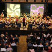 Zwei Dirigenten beim Frühjahrskonzert