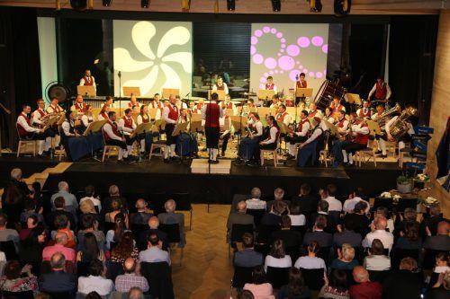 Ein geteiltes Konzert? Wie das geht, zeigen die Bucher Musikanten am kommenden Samstag, 27. April, ab 20 Uhr im Gemeindesaal. mst