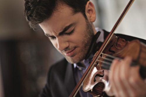 Emmanuel Tjeknavorian wird bei den Konzerten in Vorarlberg auf einer Violine des italienischen Geigenbauers Antonio Stradivari aus dem Jahr 1698 spielen.uwe arens