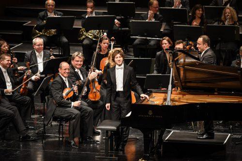 Es war ein Triumph für den polnischen Klaviersolisten Rafal Blechacz (33), der im ausverkauften Festspielhaus auftrat.JU