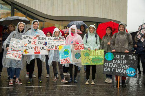 Etwa 70 Schüler schwänzten und erhielten eine Vorlesung von einem Klimaexperten. VN/Paulitsch
