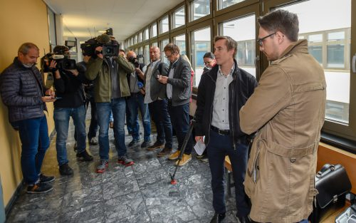 Ex-Langläufer Johannes Dürr (l.) mit Anwalt Max Rammerstorfer vor Prozessbeginn in Innsbruck. apa
