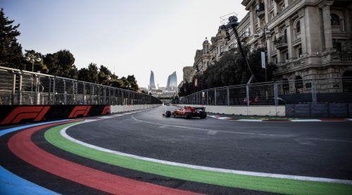 Ferrari-Pilot Charles Leclerc freundete sich in Baku mit der Trainingsbestzeit mit der Strecke an.ap