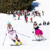 Ski-Gaude im Dirndl