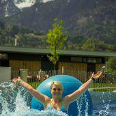 Im Walgaubad in Nenzing ist die Badesaison schon gestartet. A6