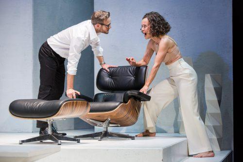 """Szene aus der Aufführung von """"Die Niere"""" in den Kammerspielen des Wiener Theaters in der Josefstadt. josefstadt/Astrid Knie"""