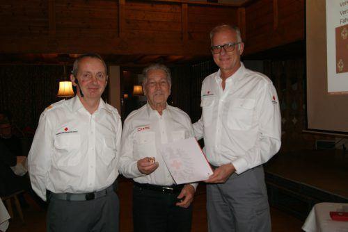 Für seine 60-jährige Vereinstätigkeit wurde Anton Elmenreich geehrt.